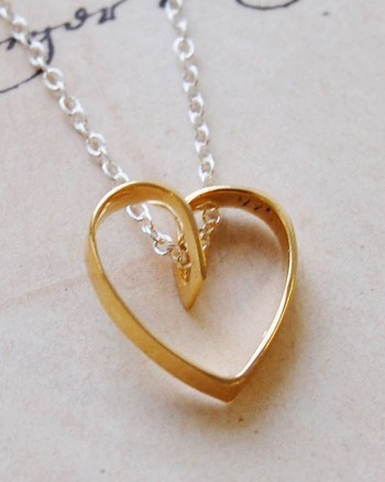 lace-gold-heart-pendant-necklace