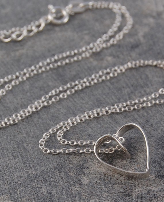 silver-lace-heart-pendant-necklace