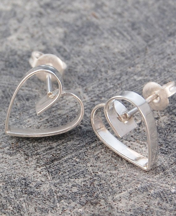silver-lace-heart-stud-earrings