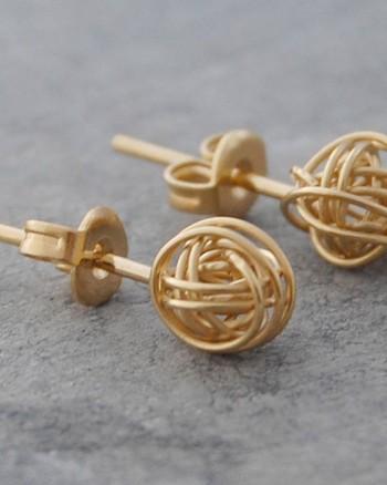 tiny-nest-gold-stud-earrings